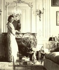 Maria Callas in her Paris apartment 1968